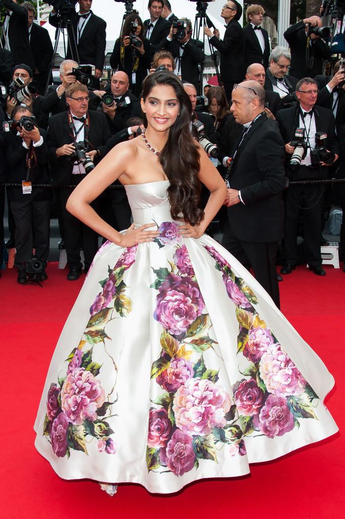 Sonam+Kapoor+Jeune+et+Jolie+Premieres+Cannes+Rcr6NhGC0dhx