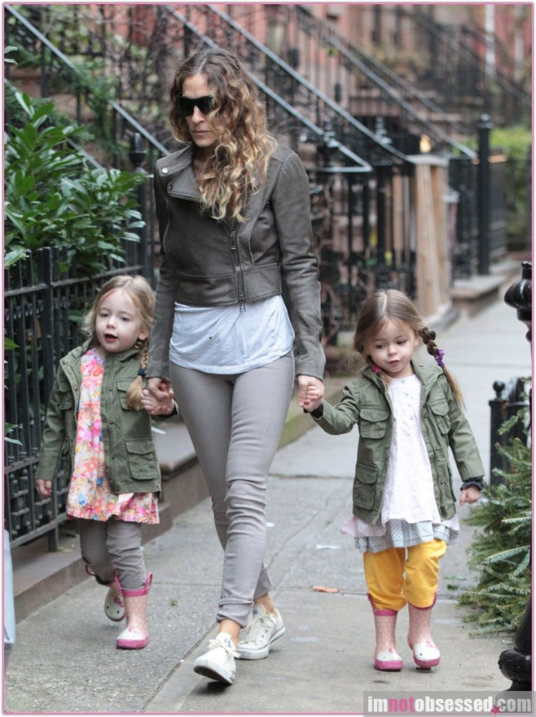 Sarah Jessica Parker Walks Her Girls To School
