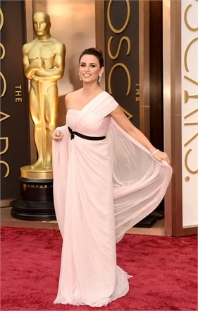 4 - Penelope Cruz in Giambattista Valli