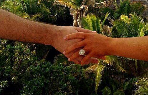 christina-aguilera-matt-rutler-2014-anello-fidanzamento-twitter-2