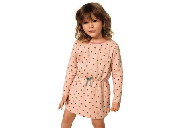 bambina-con-vestito-a-cuori